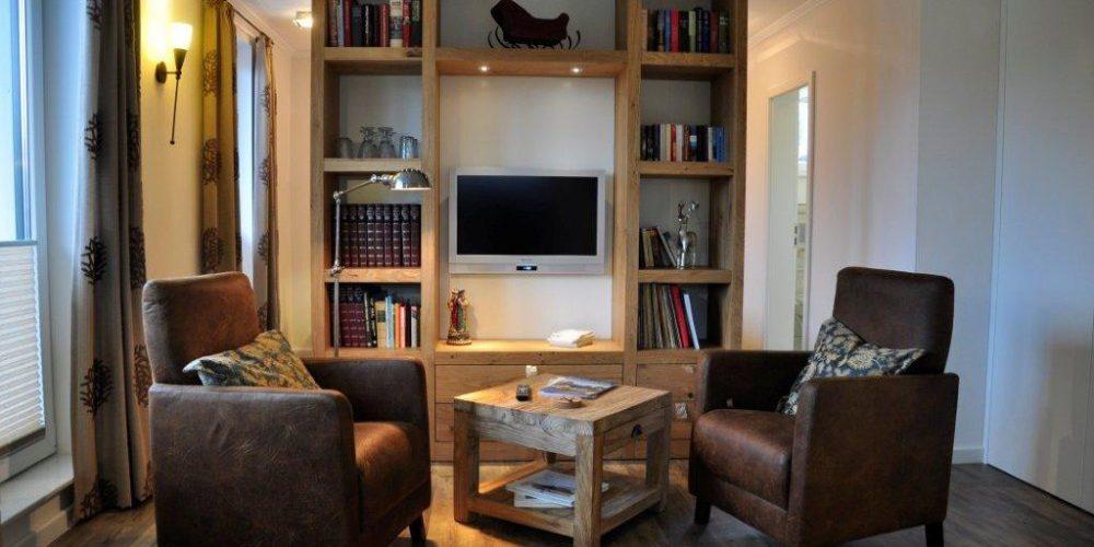 Wohnbereich mit gemütlichen FS-Sesseln